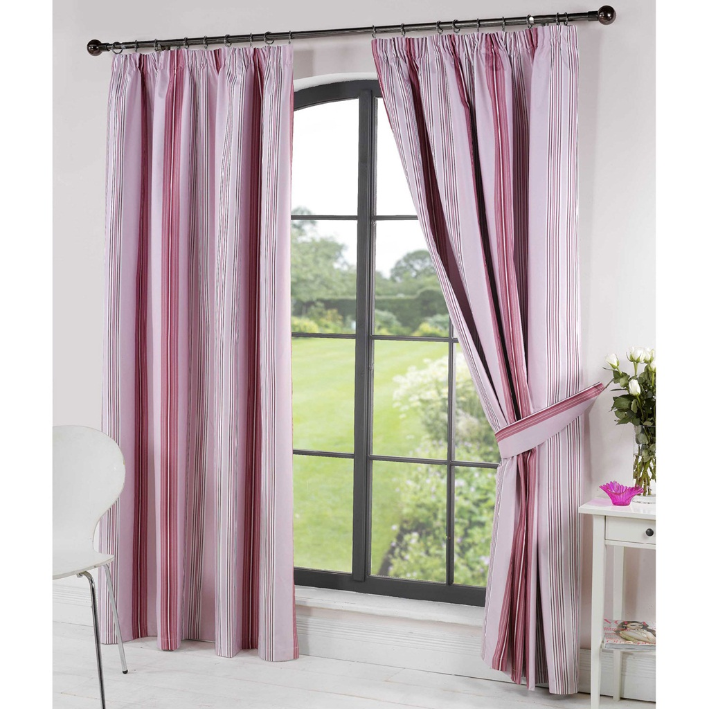 suitable curtain decorate